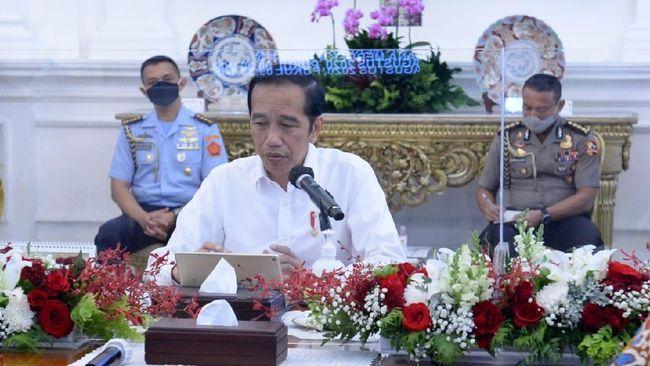 Presiden Jokowi menegaskan sanksi pelanggar protokol mulai dari teguran lisan/tertulis, kerja sosial, denda administratif, hingga penutupan sementara usaha.