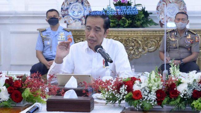 Teguran Jokowi terhadap para menteri baru-baru ini tidak serta merta diikuti oleh perombakan kabinet. Namun Istana tak menutup kemungkinan opsi reshuffle.