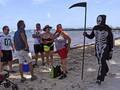 Nekat ke Pantai, Pengunjung Digentayangi Sang Pencabut Nyawa