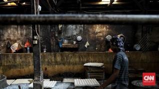 FOTO: Produksi Tahu Rumahan Bertahan kala Pandemi Corona