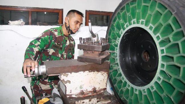 Ban tanpa udara milik TNI AD sudah diuji coba di Batu, Jawa Timur dan menginjak benda tajam.