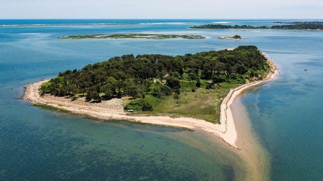 Selama 300 tahun, Pulau Sipson merupakan pulau pribadi. Organisasi nirlaba lalu membeli pulau yang aslinya milik suku asli Amerika itu.