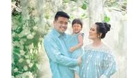 <p>Sebelumnya, banyak netizen menebak jenis kelamin buah hati kedua Kahiyang.Dan ternyata anak kedua Kahiyang Ayu dan Bobby Nasution adalah laki-laki, Bunda.(Foto: Instagram @dierabachir)</p>