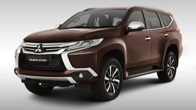 Pajero merupakan SUV besar yang hanya diproduksi di Jepang, sedangkan Pajero Sport berukuran lebih kecil yang diproduksi dan dijual di Indonesia.