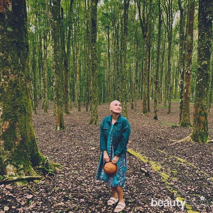 "Artis yang kini berprofesi sebagai penyanyi rohani ini mengungkap penyakit yang diidapnya agar merasa lega.""Kenapa aku buka? Karena menyembunyikan penyakit itu gak enak..tau gak setiap kali aku sharing ke kalian hati aku merasa lega.. Aku perlahan lahan melepaskan egoku yg selalu mau kelihatan sempurna,""tulis Feby Febiola di instagram. (Foto: https://www.instagram.com/febyfebiola_/)"