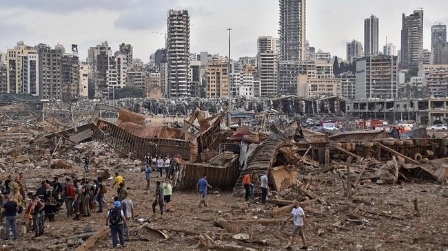 Ledakan dahsyat yang terjadi di sebuah gudang di pelabuhan Beirut membuat sebagian ibu kota Libanon itu rusak berat.