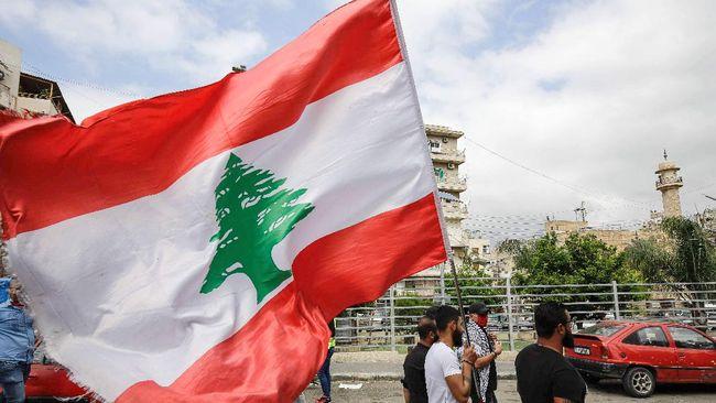 Pemerintah Kota Tel Aviv, Israel, menyorot Balai Kota dengan bendera Libanon sebagai bentuk solidaritas kemanusiaan usai tragedi ledakan.