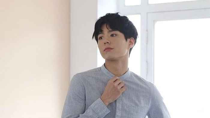 Penampilan Tampan Park Bo Gum Jadi Model di Drakor Record of Youth