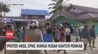 VIDEO: Protes Hasil CPNS, Warga di Papua Rusak Kantor Pemkab