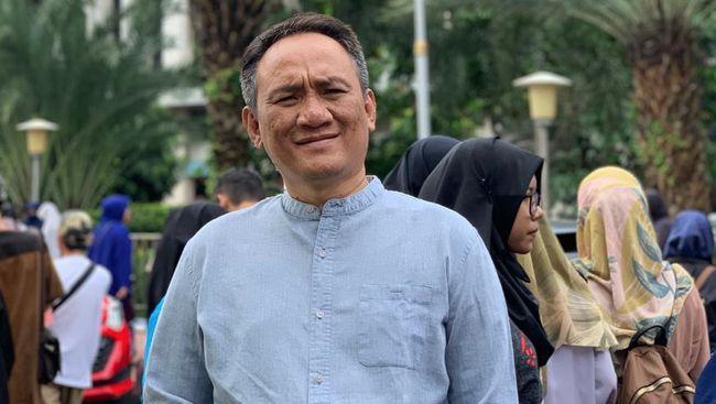 Politikus Demokrat Andi Arief menilai pertemuan AHY dengan RK merupakan penolakan halus terhadap ide presiden tiga periode yang diusulkan PDIP.