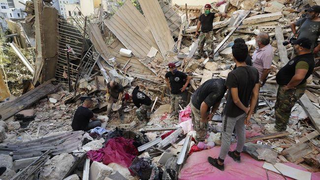 Presiden Prancis Emmanuel Macron mengaku yakin tim SAR bisa menemukan korban selamat yang tertimbun puing bangunan dari ledakan Beirut, Libanon.