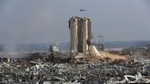 Petugas penyelamat gabungan terus mencari korban dalam ledakan di pelabuhan Beirut, Libanon.