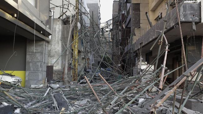 Presiden Libanon Michael Aoun menambah daftar dugaan penyebab ledakan besar di Kota Beirut pada Selasa (4/8) lalu.