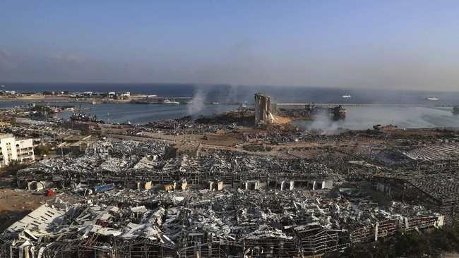 Ledakan dahsyat yang terjadi di Beirut, Libanon pada Selasa (4/8) petang meninggalkan kawah berdiameter 124 meter atau lebih besar dari lapangan sepak bola.