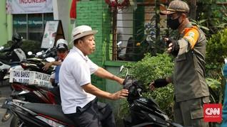 Warga Bandung Tak Pakai Masker Dihukum Bersihkan Pasar