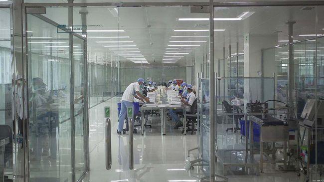 Bio Farma mengumumkan pihaknya memulai uji klinis tahap ketiga vaksin covid-19 dari perusahaan China, Sinovac hari ini, Kamis (6/8).
