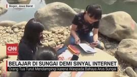 VIDEO: Siswa Belajar di Sungai demi Sinyal Internet