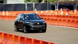 Fitur Khusus Corolla Cross untuk Konsumen Indonesia