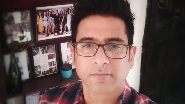 Aktor Bollywood Samir Sharma yang terkenal berkat film Hasee Toh Phasee ditemukan meninggal dunia diduga karena bunuh diri.