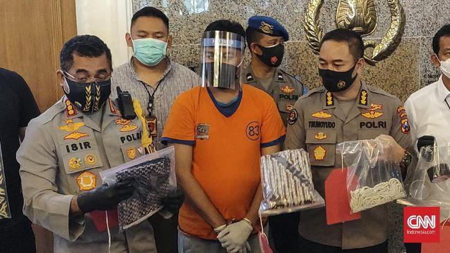 Polrestabes Surabaya menyatakan sejauh ini belum menemukan bukti pelecehan seksual, sehingga pasal dalam UU ITE yang digunakan.