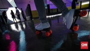 FOTO: Menikmati Istalasi Seni Sembari Bersepatu Roda