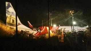 FOTO: Pesawat India Express Tergelincir, 17 Orang Tewas