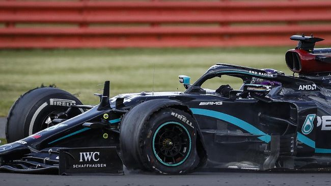 Mercedes mendominasi latihan bebas (FP) hari pertama Formula One (F1) Grand Prix Spanyol di Sirkuit Barcelona, Jumat (14/8).