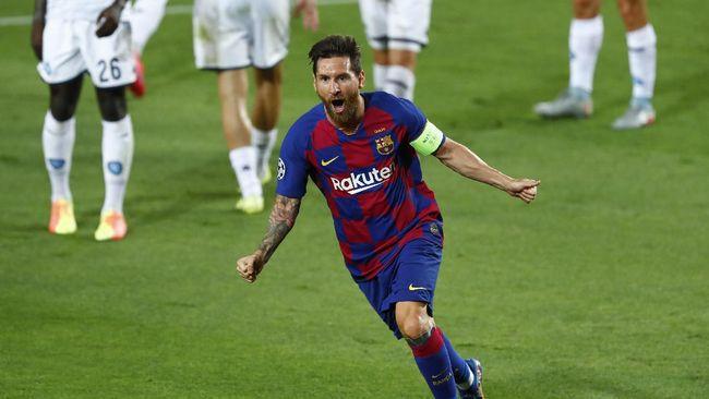 Bintang Barcelona Lionel Messi melakukan selebrasi yang sama dengan mantan rekan setimnya, Luis Suarez, usai membobol gawang Villarreal.
