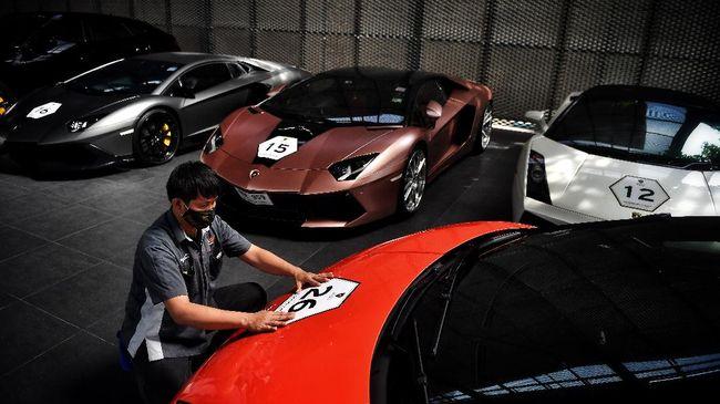 Parade mobil mewah dan pesta di yacht menjadi cara bagi segelintir Crazy Rich Bangkok untuk