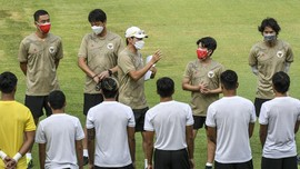 Shin Tae Yong Pimpin Latihan Timnas Indonesia Jumat