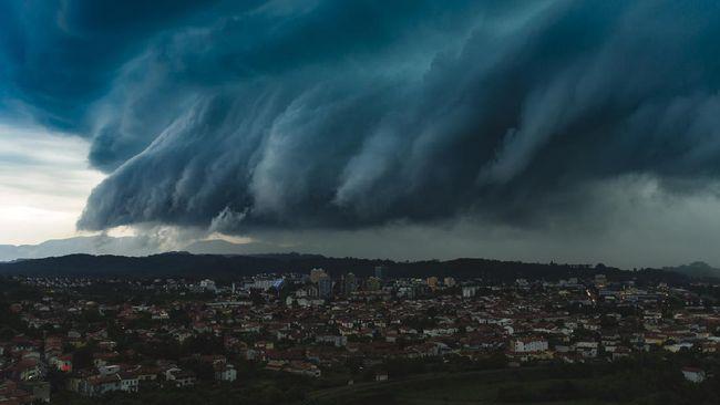 Awan Bak Tsunami Muncul Di Aceh Bmkg Imbau Warga Waspada