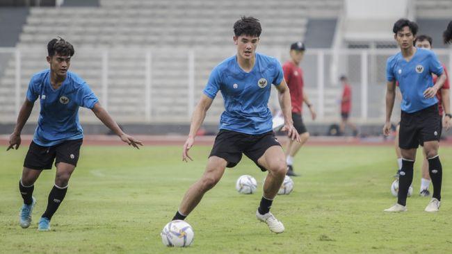 Pemain Timnas Indonesia, Elkan Baggott, menelan kekalahan dalam laga debut membela klub King's Lynn Town FC.