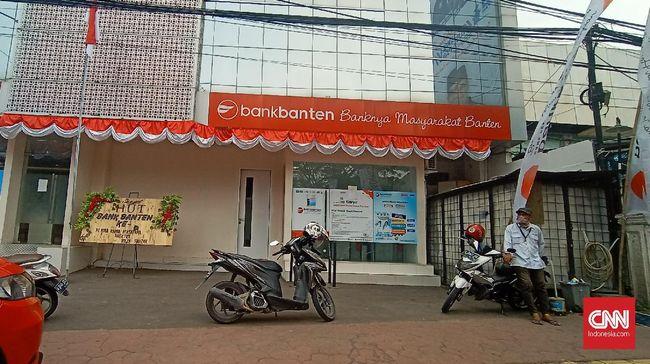 Bank Banten membatasi operasi mulai Senin (10/8) ini setelah 5 karyawan mereka positif terinfeksi virus corona.
