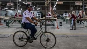 FOTO: Roda Ekonomi Perusahaan di Jateng Tetap Berputar