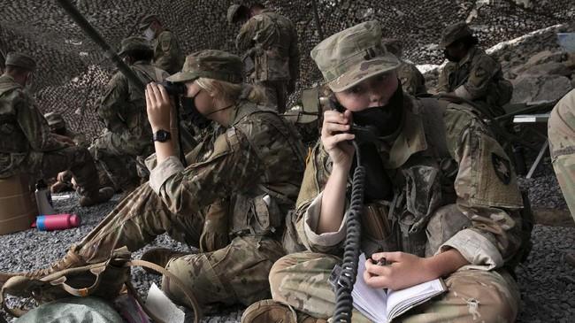 Akademi Angkatan Bersenjata Amerika Serikat West Point tetap melanjutkan latihan rutin di tengah pandemi virus corona (Covid-19).