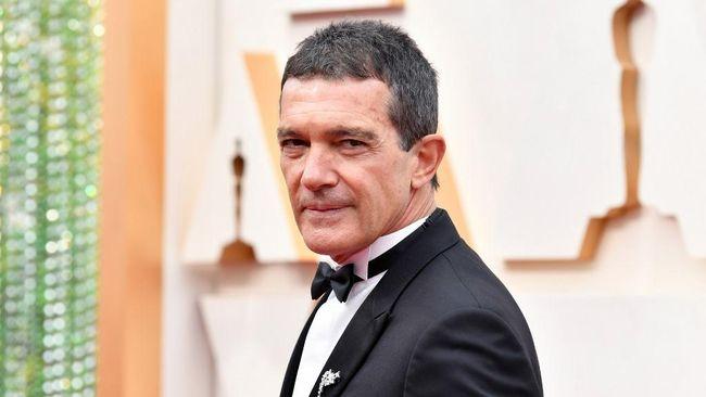 Aktor asal Spanyol, Antonio Banderas, mengumumkan bahwa ia positif terinfeksi virus corona dan terpaksa merayakan ulang tahunnya yang ke-60 sembari karantina.