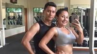 <p>Pantas saja pasangan ini memiliki tubuh atletis dan profesional karena memang gemar olahraga. (Foto: Instagram @emmawarokkaofficial)</p>