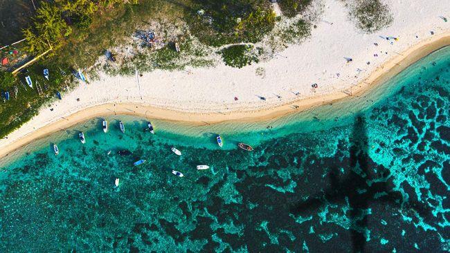 Selain pulau romantis Flic en Flac yang populer menjadi lokasi melamar pasangan, ada banyak alasan lain untuk berkunjung ke Mauritius.