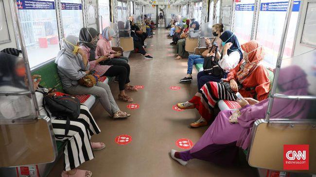KRL Commuter Line Jabodetabek akan memberlakukan jadwal normal hingga pukul 24.00 WIB. Protokol kesehatan masih akan diberlakukan.