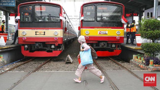 Jumlah penumpang KRL selama pekan pertama PSBB Jilid II Jakarta tercatat 298.385 orang atau turun 21 persen dibandingkan pekan sebelumnya.