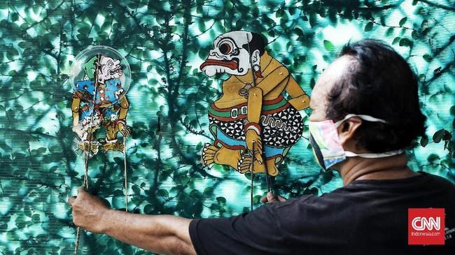 Wayang Uwuh yang dibuat dari limbah rumah tangga itu bentuk pelestarian budaya sekaligus kampanye mengajak masyarakat menjaga lingkungan.