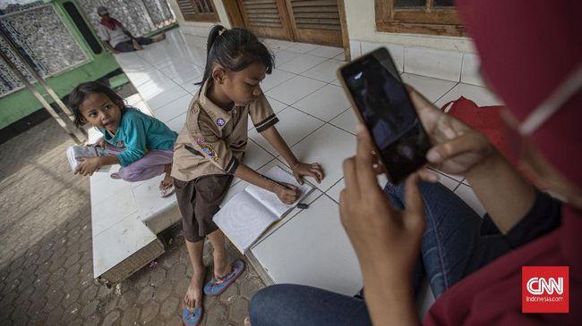 Selain 12 ribu sekolah yang tak memiliki akses internet, Kemendikbud juga mencatat sebanyak 48 ribu sekolah memilik jaringan internet yang buruk.