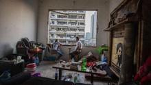 FOTO: Bertahan di Puing Rumah Sisa Ledakan Beirut