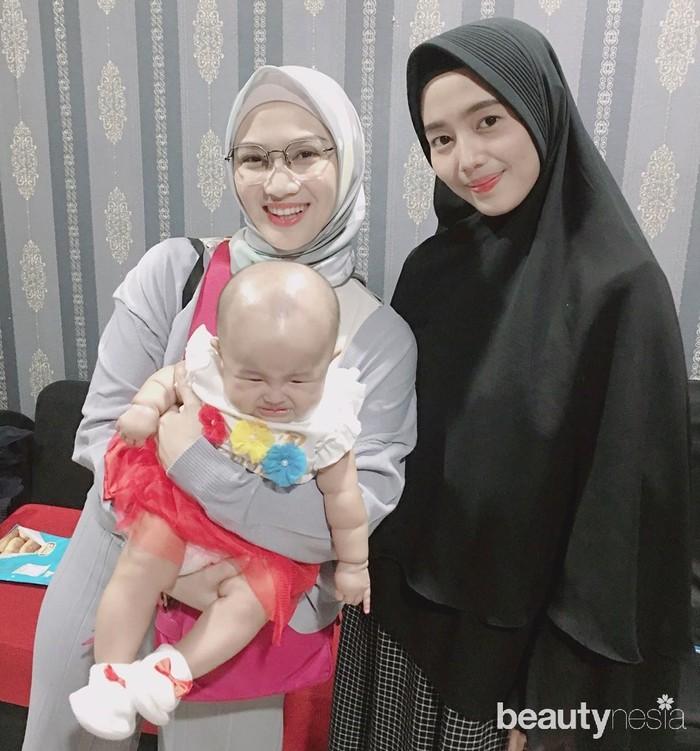 Eks JKT48 yang sudah memiliki anak selanjutnya ada Dena Siti Rohyati. Ia keluar dari JKT48 pada 8 April 2018 dan memutuskan untuk berhijab. Tak lama setelahnya, Dena melangsungkan pernikahan dengan Gary Fauzan. Pasangan ini dikaruniai anak perempuan bernama Callysta Ryzana Putri. (Foto: Instagram.com)
