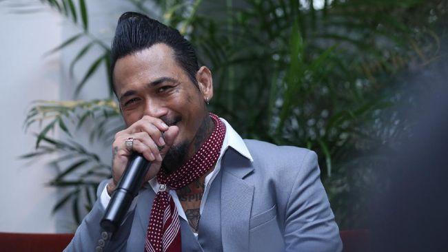 Rekan musisi terus mendukung drumer SID, Jerinx yang mendapat vonis di PN Denpasar, Bali, Kamis (19/11).