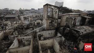 FOTO: Ratusan Warga Tambora Mengungsi Usai Kebakaran
