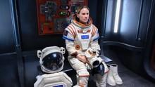 Hillary Swank Ungkap Alasan Mau 'Pergi' ke Mars dalam Away