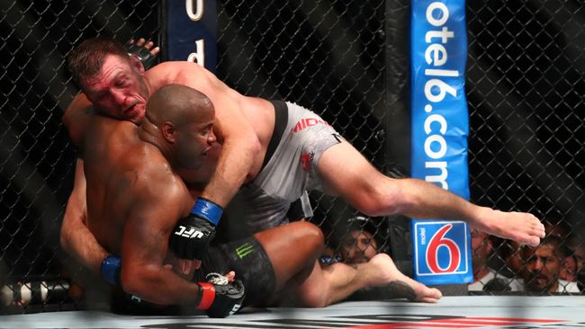 Duel UFC 252 Stipe Miocic vs Daniel Cormier disebut sebagai pertarungan penentu status petarung kelas berat terhebat dalam sejarah UFC.