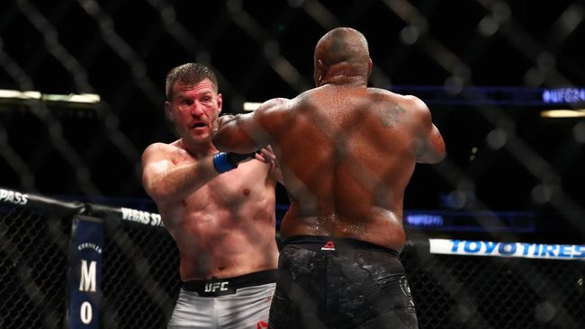 Jurus colokan mata yang terlarang mewarnai laga UFC 252 antara Stipe Miocic lawan Daniel Cormier.