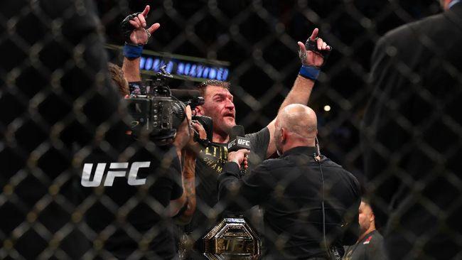 Stipe Miocic berhasil menaklukkan Daniel Cormier di UFC 252. Berikut kronologi pertarungan perebutan sabuk kelas berat UFC tersebut.